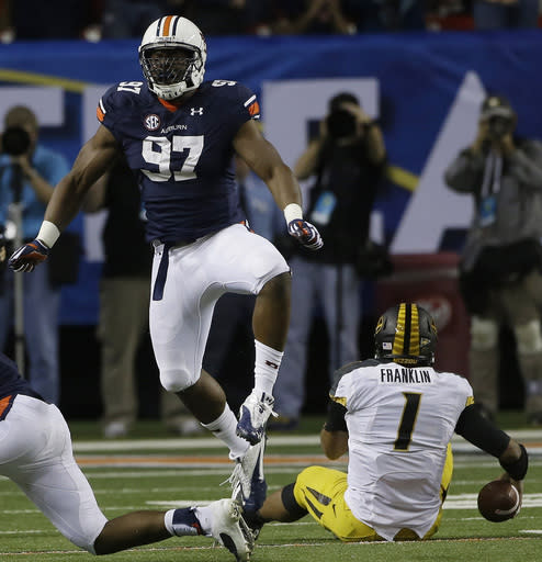 Auburn dismisses defensive end Elijah Daniel after arrest