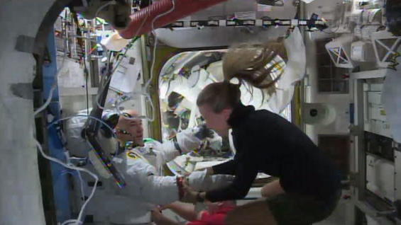 Italian Spacewalker Felt Like a 'Goldfish' During Aborted Spacewalk