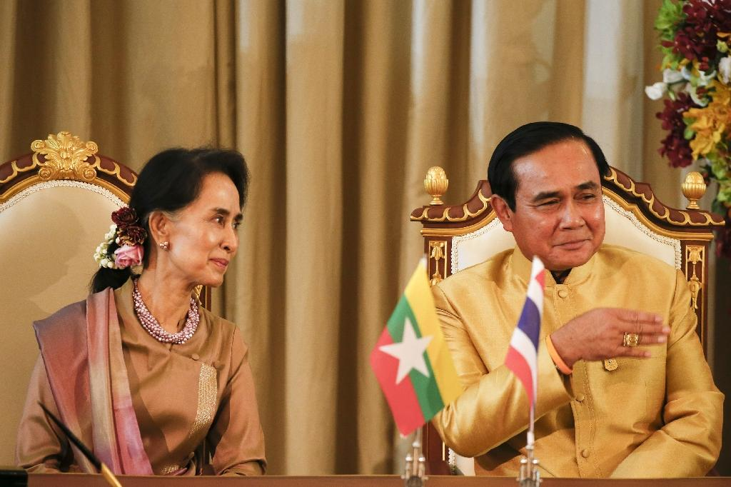 Myanmar's Suu Kyi vows to bring exiled countrymen home