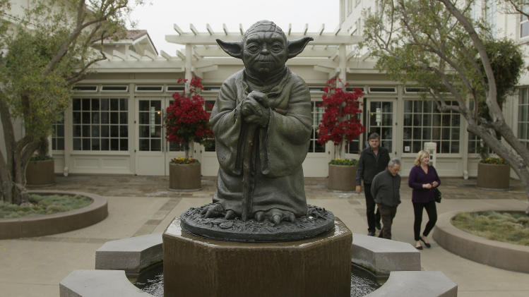 Disney to make new 'Star Wars' films, buy Lucas co