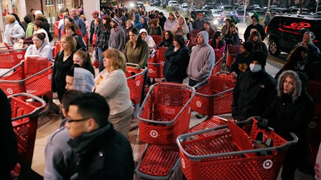 4 Ways to Take Advantage of Staggered Black Friday Deals (ABC News)