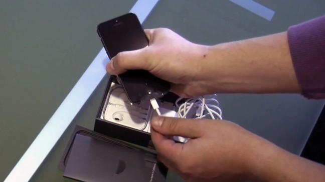 iPhone 5 gets early unboxing from Vodafone Germany [video]