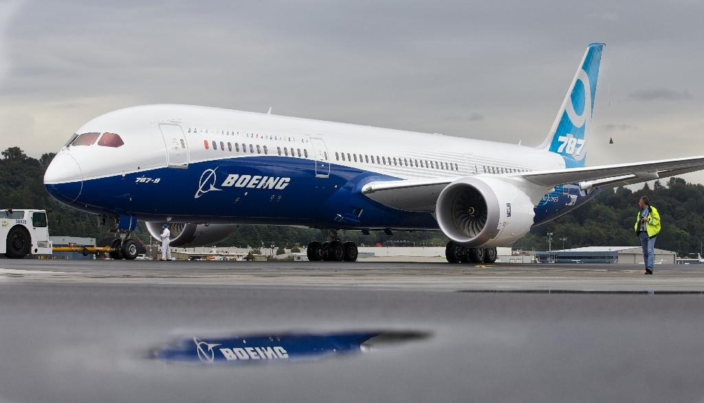 FAA warns Boeing 787 bug could shut off aircraft power