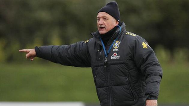 World Cup - Scolari wants Spain in last 16, not Chile