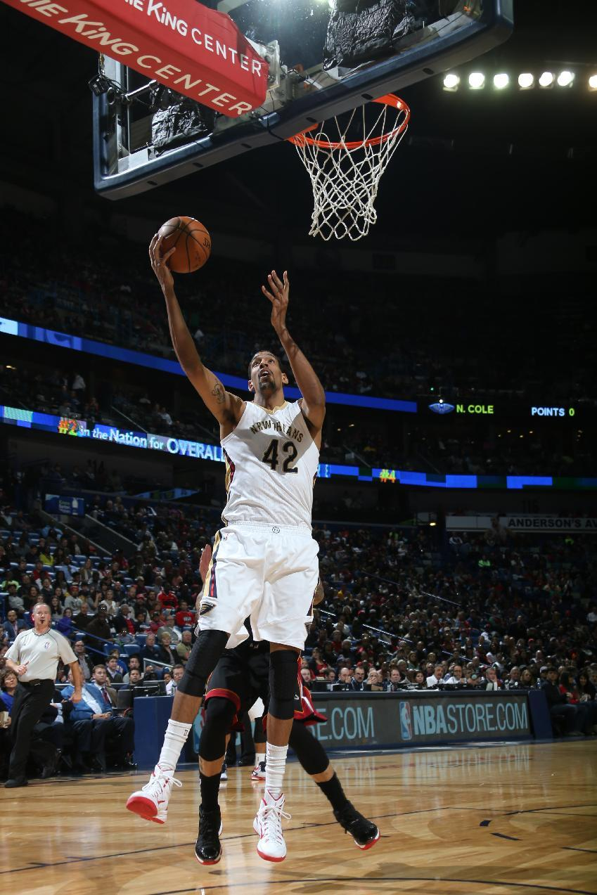 Ajinca lifts Pelicans past Heat, 104-102
