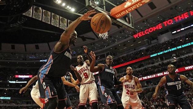 en Gordon #8 of the Charlotte Bobcats saves the ball from going out of bounds against the Chicago Bulls at the United Center on December 31, 2012 in Chicago, Illinois. (AFP)