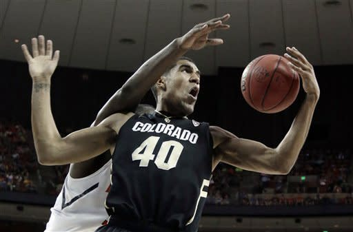 Late 3-pointers lift Illinois past Colorado 57-49