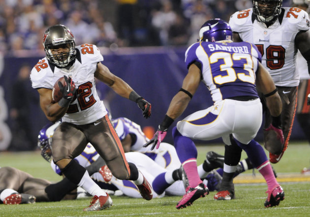 Tampa Bay Buccaneers running back Doug Martin, left, runs from Minnesota Vikings strong safety Jamarca Sanford during the first half of an NFL football game Thursday, Oct. 25, 2012, in Minneapolis. (AP Photo/Jim Mone)