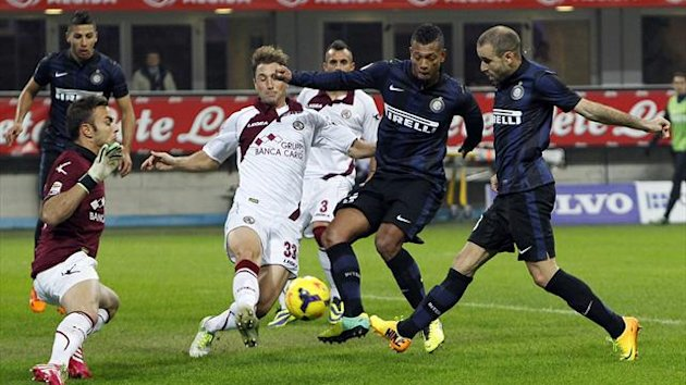 Inter Milan's Rodrigo Palacio (R) take a shot as Livorno's Nahuel Valentini (3rd R) stretches out to stop during their Italian Serie A soccer match at the San Siro stadium in Milan November 9, 2013. REUTERS