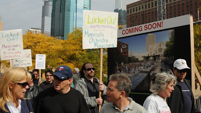 Minnesota Orchestra musicians - locked out in contract dispute - rally In Minneapolis, Monday Oct. 1, 2012.   Over half of the orchestra showed up for the 1 p.m. protest.   (AP Photo/The Star Tribune,Richard Sennott)  MANDATORY CREDIT; ST. PAUL PIONEER PRESS OUT; MAGS OUT; TWIN CITIES TV OUT