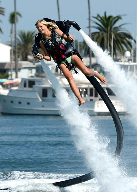 JetLev : Water-powered flying jetpack