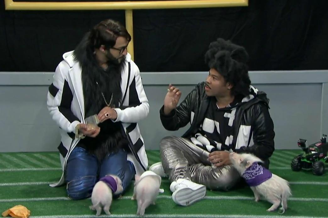 Roll over, Puppy Bowl — Key & Peele present the adorable Pigskin Bowl