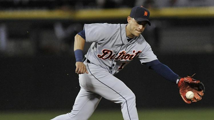 Tigers' Iglesias has stress fractures in both legs
