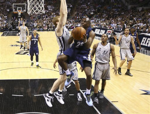 Spurs blow late lead, beat Grizzlies 93-89 in OT