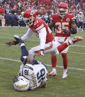 Chiefs' Hali leaves game vs SD with injury