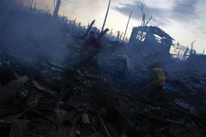 People search amongst the ruins at a neighborhood destroyed by Typhoon Haiyan in Palo Leyte