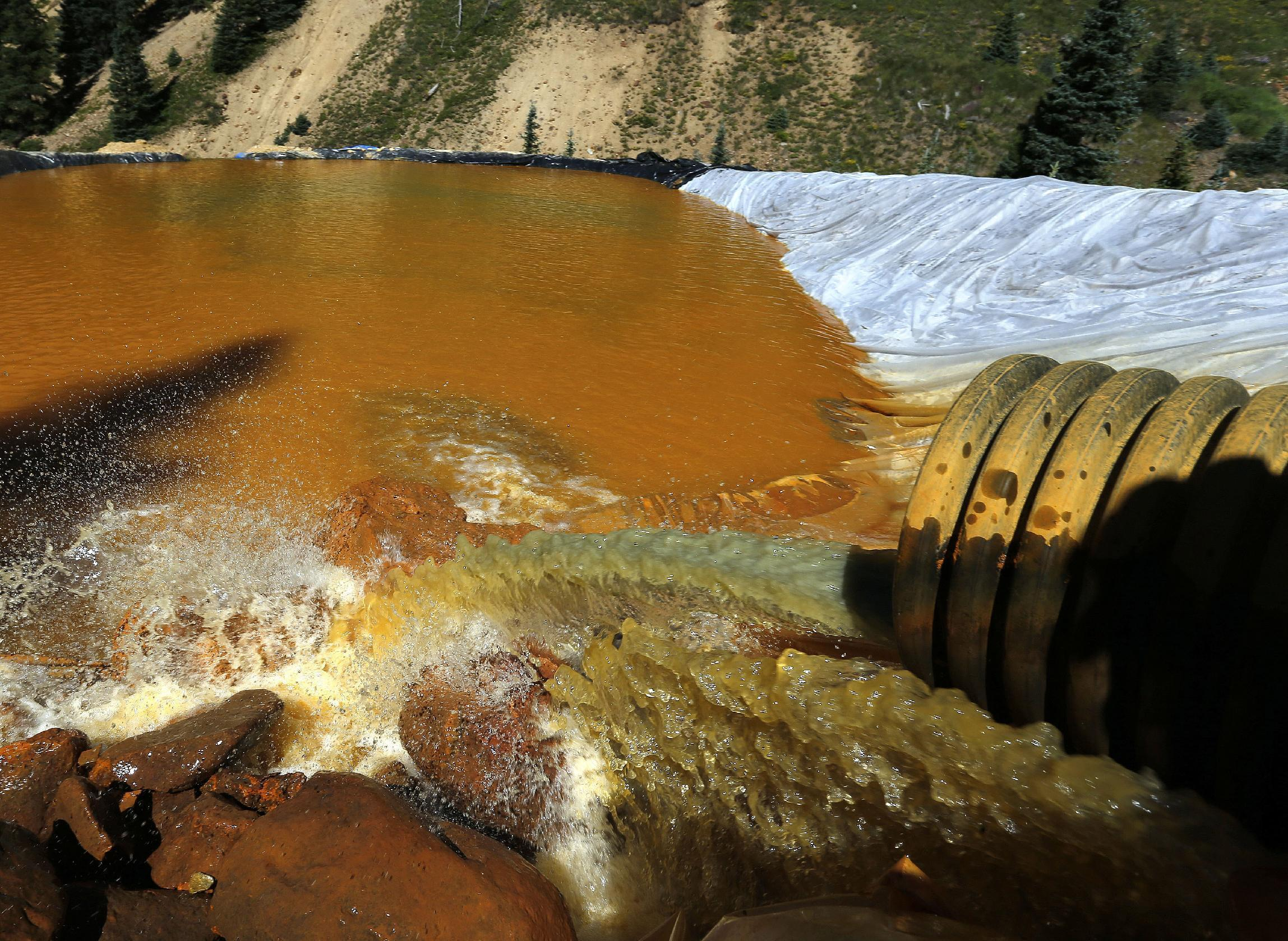 Documents: Workers had no way to issue warning after spill