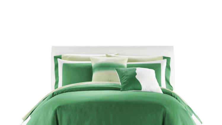 This publicity photo provided by JCPenney shows an JCPenney emerald green bedding set. In a new partnership with Pantone, JCPenney launches a bedding and bath collection that includes emerald green, Pantone's Color of the Year (www.jcp.com). (AP Photo/JCPenney)