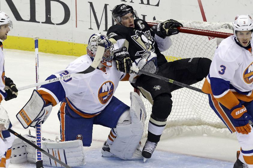 Islanders rally late, top Penguins 4-3