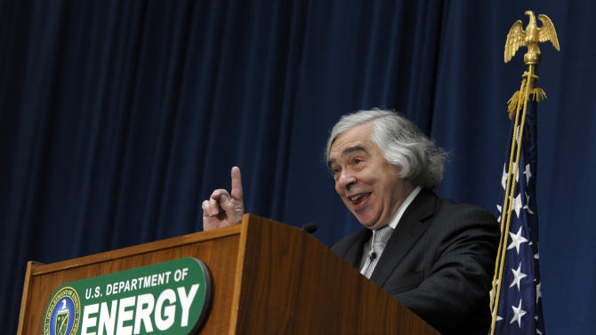 Moniz: LNG exports on hold until data reviewed
