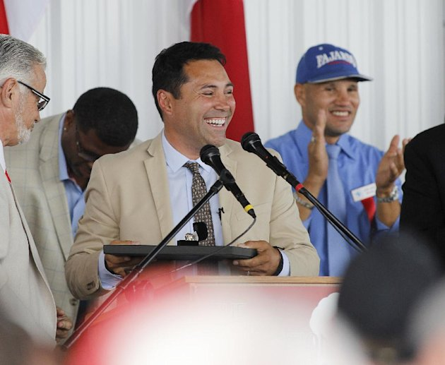 International Boxing Hall of Fame 2014 inductee Oscar De La Hoya looks out to the crowd during the Hall of Fame Induction ceremony in Canastota, N.Y, ...
