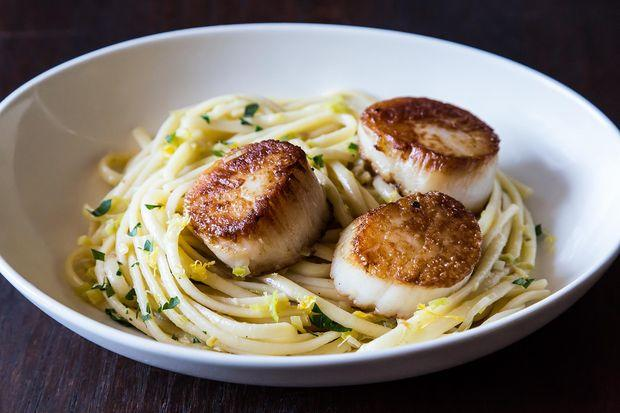 Simple Pasta with Leeks and Scallops