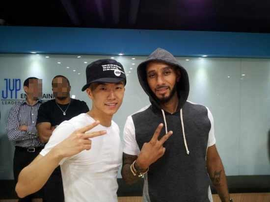 2PM's Wooyoung and Swizz Beatz Snapped Together