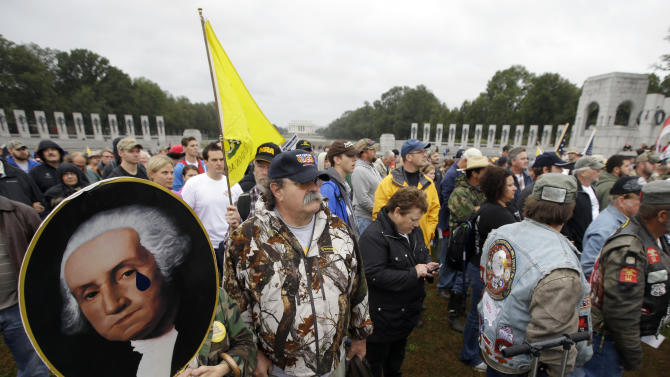 DC crowd pushes through barriers to WWII Memorial
