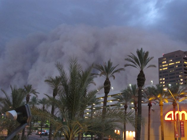 "-- ADDS DATE AND OBJECT NAME -- A dust storm known as a ""habub"" rolls into downtown Phoenix on Tuesday night, July 5, 2011, bringing strong winds and low visibility. Habubs are part of Arizona's annua"
