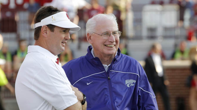 Oklahoma coach Bob Stoops, left, and Kansas State coach Bill Snyder, right, talk before an NCAA college football game in Norman, Okla., Saturday, Sept. 22, 2012. (AP Photo/Sue Ogrocki)