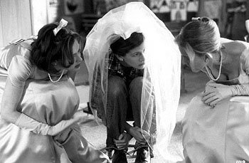 Joan Cusack , Julia Roberts and Kathleen Marshall in Runaway Bride