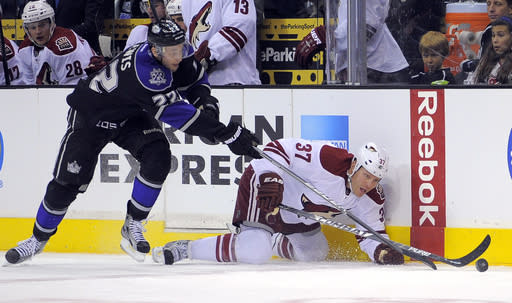 Smith gets 4th shutout in Coyotes' win over Kings