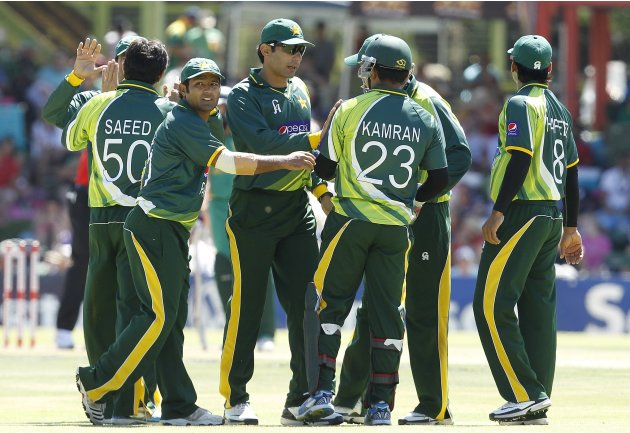 Pakistan's players celebrate the dismissal of South Africa's Smith, who was caught out by wicket keeper Akmal, during their One day International cricket match in Bloemfontein