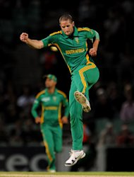 Wayne Parnell wants South Africa to score more runs