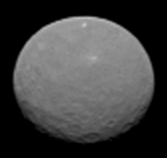 NASA Probe Snaps Stunning New Views of Dwarf Planet Ceres (Video)