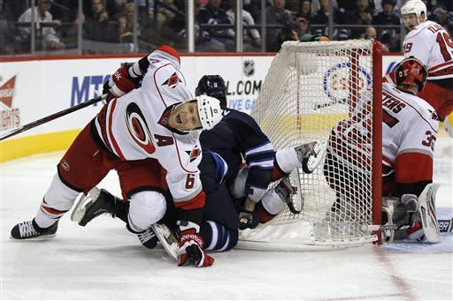 Justin Peters leads Hurricanes past Jets, 3-1