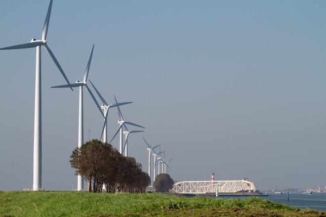 Going Green: Dutch Will Power Entire Train System With Wind Power by 2018