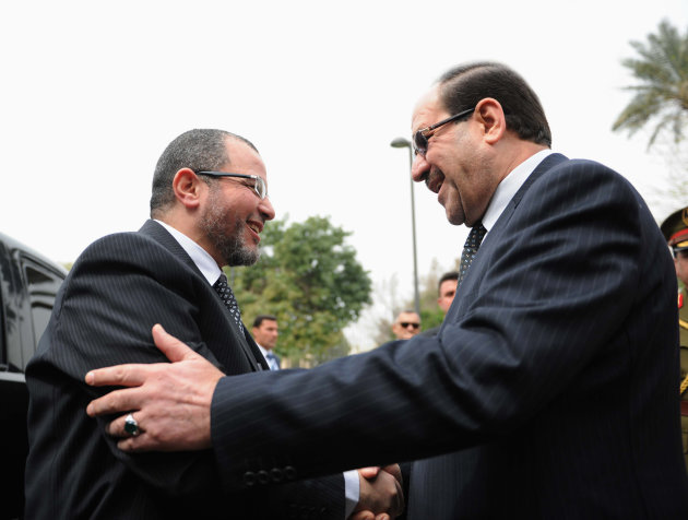 Iraq's PM al-Maliki welcomes Egypt's PM Qandil during his visit to Baghdad