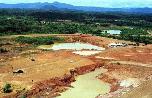 <p>This file aerial photo shows part of the gold and copper strip mine of Las Cristinas, in the Venezuelan state of Bolivar, in the Amazon forest. Venezuela and China have signed an agreement to develop together one of the world's biggest gold mines, with plans to exploit both the yellow metal and cooper there.</p>