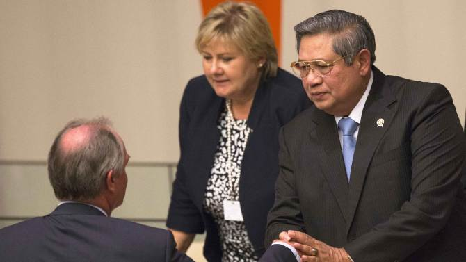 President of Indonesia Bambang Yudhoyono is greeted by Unilever CEO Polman as Prime Minister of Norway Solberg is seen in the background after a session focused on 'Forests' during the Climate Summit at the United Nations in New Yo
