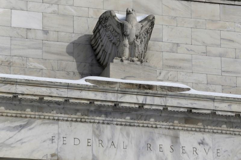 Four Fed banks called for discount rate hike - minutes