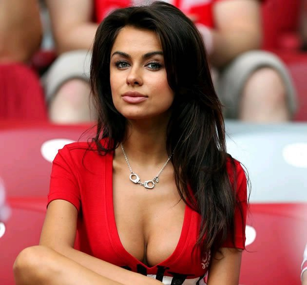 Hello, world. Poland's sexy answer to Larissa Riquelme. (Photo: Divulgacao)