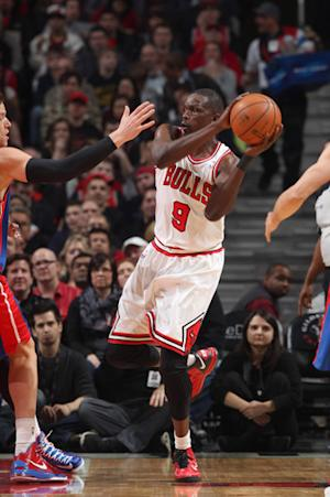 Deng's 28 help Bulls win 18th straight vs. Pistons