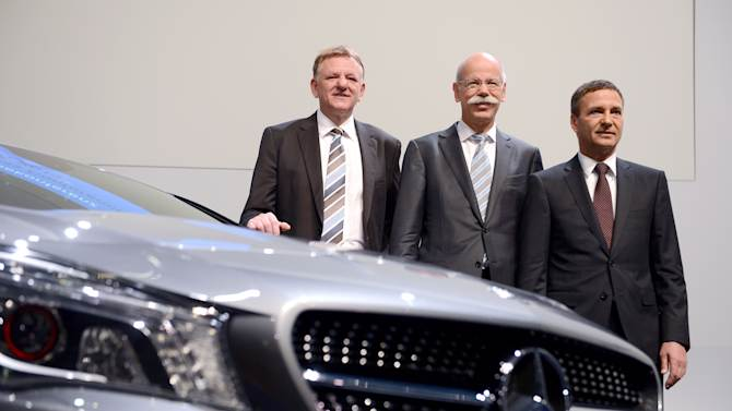 Daimler sees Q4 profit rise on one-off gain