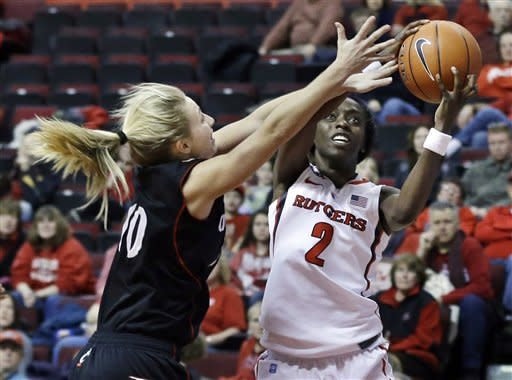 Stringer gets 899th win as Rutgers beats Cincy