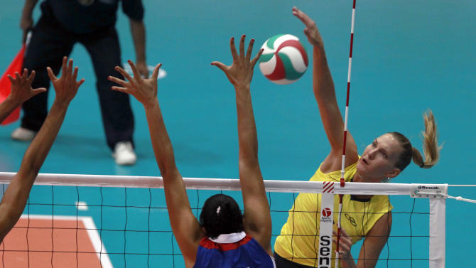 Brazil's Marianne Steinbrecher, right, spikes the ball against Cuba's Yusiley Sillie Frometa in the women's volleyball gold medal match during the Pan American Games in Guadalajara, Mexico, Thursday, Oct. 20, 2011. (AP Photo/Dario Lopez-Mills)