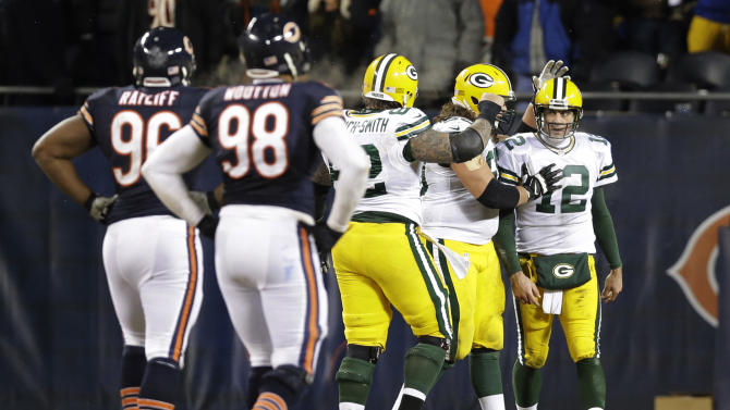 Rodgers, Cobb lead Packers over Bears, 33-28