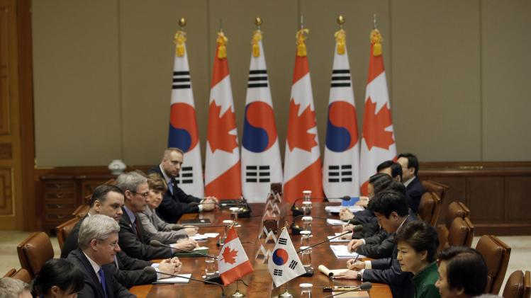 Canadian Prime Minister Stephen Harper and South Korean President Park Geun-hye attend a meeting at the presidential Blue House in Seoul