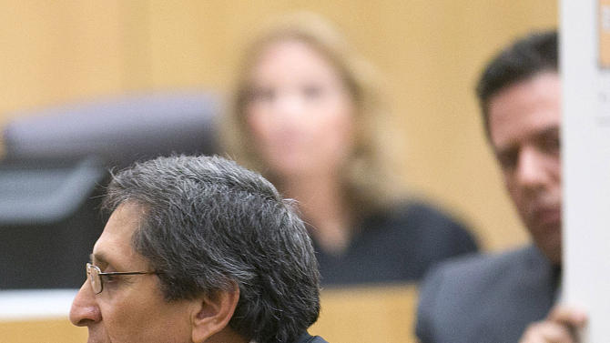 Prosecutor Juan Martinez  points to his neck showing the jury where Travis Alexander  had his neck slit by a  knife during the prosecutions opening statements for the trial of Jodi Arias in Maricopa County court  in Phoenix on Wednesday, Jan. 2, 2013.   Arias is charged for the murder of her boyfriend, Travis Alexander.    (AP Photo/The Arizona Republic, David Wallace )  MARICOPA COUNTY OUT; MAGS OUT; NO SALES