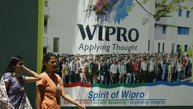 People walk in the Wipro campus in Bangalore in this June 23, 2009 file photo. REUTERS/Punit Paranjpe/Files